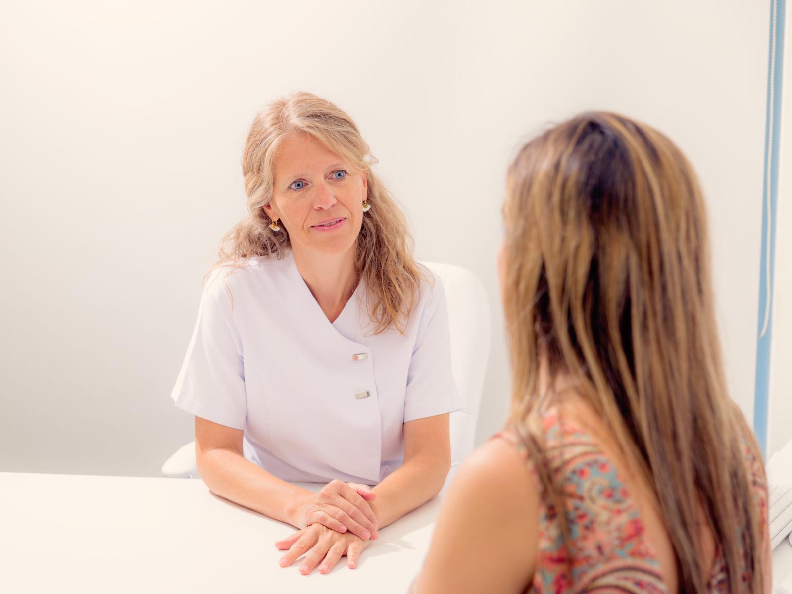 ¿Cómo recomendar a alguien que acuda a terapia?